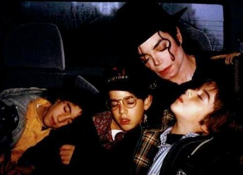 sleepy-heads-michael-jackson-26873476-500-360