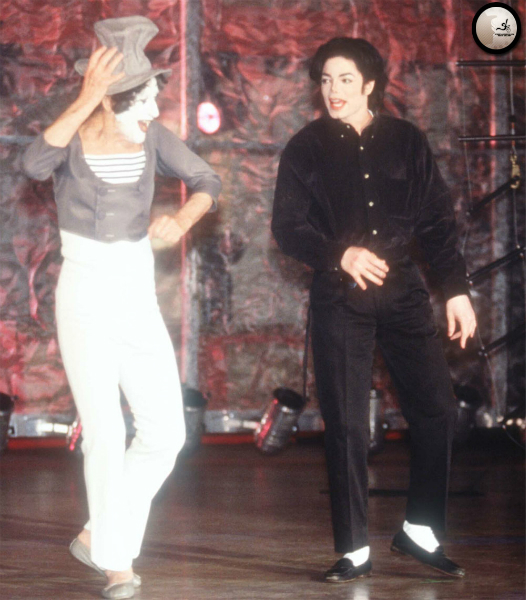 michael-appears-onstage-with-mime-marcel-marceau-at-the-beacon-theatre-in-new-york86-m-13