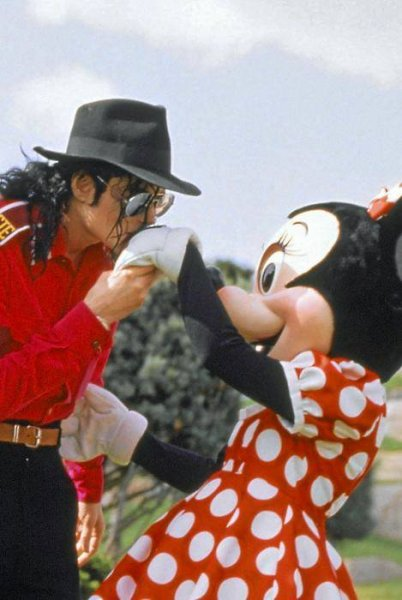Michael kisses Minnie's hand