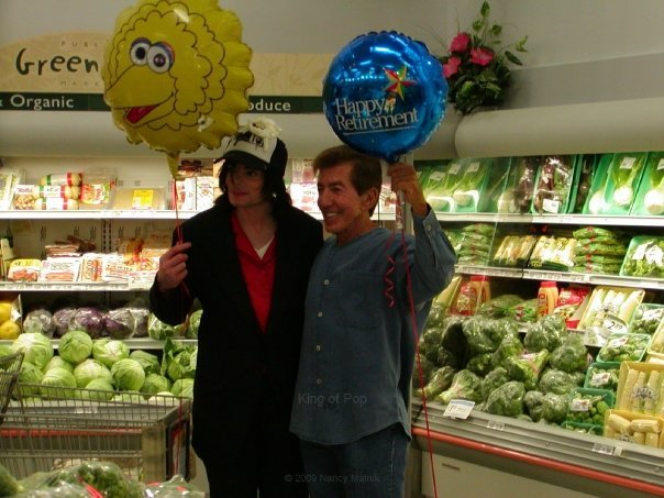 Michael with Al Malnick holding balloons at a supermarket