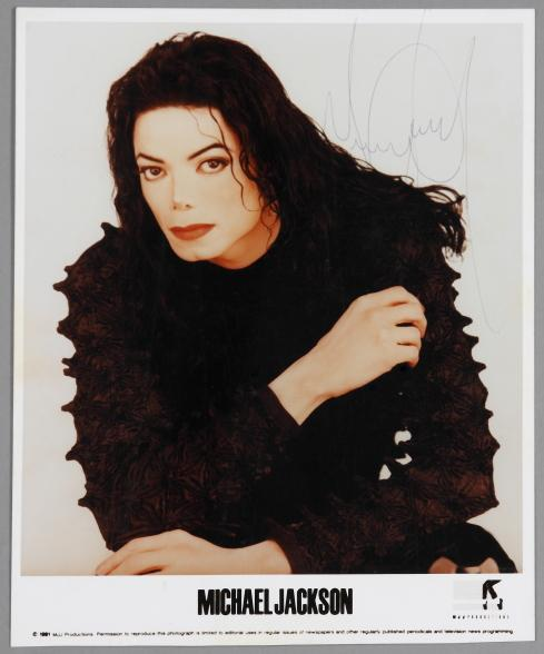 michael-scream-signed