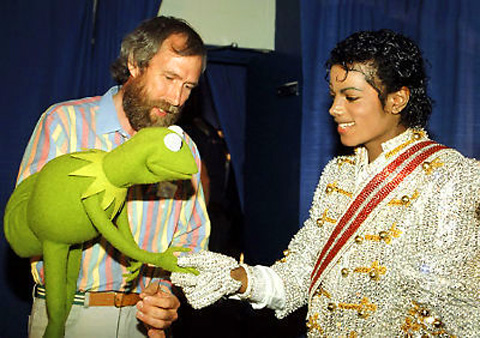 michaeljackson-and-kermit-shake-hands-1984-victorytour