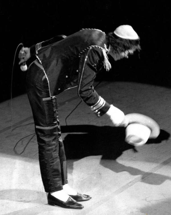 mj-taking-off-his-hat