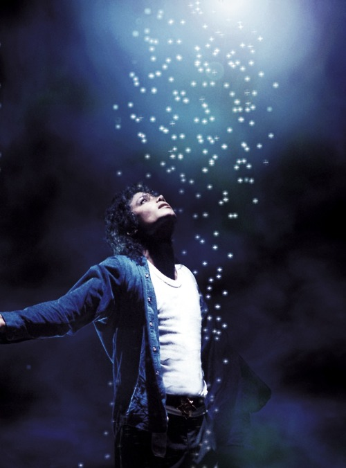 michael-performing