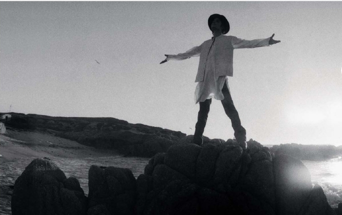 Dancing-The-Dream-michael-jackson-7585560-684-430