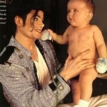 Michael-Jackson-and-his-oldest-son-Prince-Michael-as-a-baby-michael-8084672-260-319
