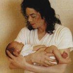 michael-jackson-and-baby-prince-michael-jackson-7635195-358-500